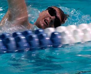 Лейтенант Брэд Снайдер, потерял зрение после взрыва самодельных взрывных устройств в Афганистане в прошлом году. В сентябре этого года, он мчится, чтобы выиграть золото в Лондоне на Паралимпийских игр.