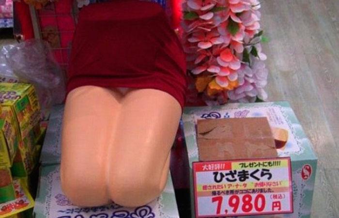 Подушки в Форме Женщины на Коленях, уже Не Один Год Популярны в Японии