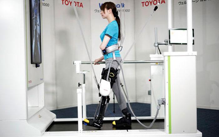 Роботизированная платформа Toyota Welwalk WW-1000 для парализованных людей