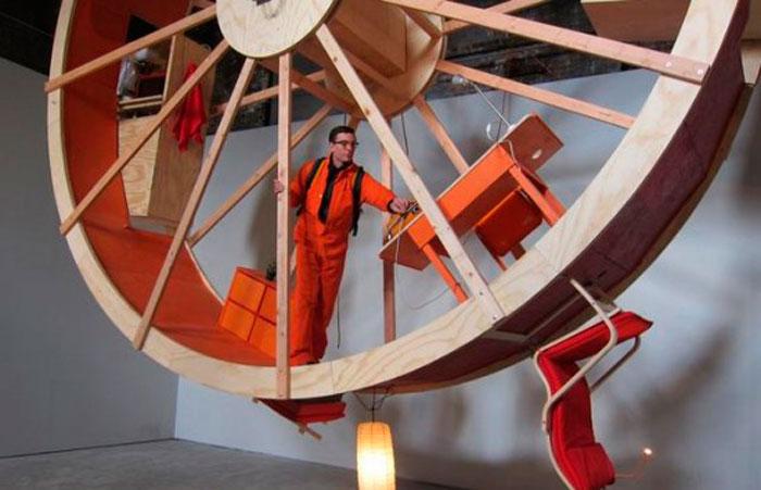Два Нью-Йоркских Художника, Живут в Колесе