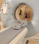Новый Имплантат в Спинной Мозг, Уменьшает Боль и Не Опасен при МРТ