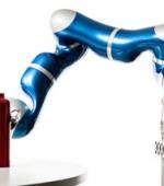 Парализованный Человек Управляет Бионической Рукой при Помощью Мысли